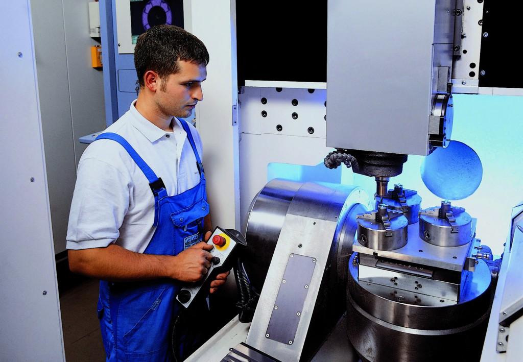 Mit Hilfe von cronetwork MES konnte der Automobilzulieferer Neumayer Tekfor seine Maschinenstillstände um 20 % reduzieren.