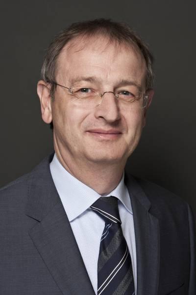 """Dr. Wilfried Schäfer, Geschäftsführer des VDW: """"Die AMB bietet in den geraden Jahren ihren Besuchern eine ideale Plattform, um Investitionen in Produktionstechnik vorzubereiten. Von der kommenden AMB erwarten wir Aufschluss darüber, wie es mit der Investitionsbereitschaft in Deutschland und Europa für den Rest des Jahres bestellt ist."""""""
