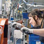 Die Anlage und Abarbeitung der Prüfvorgaben ist heute zu 100 % in cronetwork MES integriert. Je Auftrag und Schicht wird per Zufallsprinzip ein Gerät entnommen und im Stihl internen 'Produkt-Audit' geprüft. Bild: Stihl Tirol GmbH